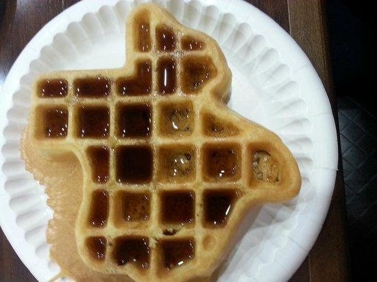 BEST WESTERN Ingram Park Inn: Gotta love the Texas-shaped waffle maker!