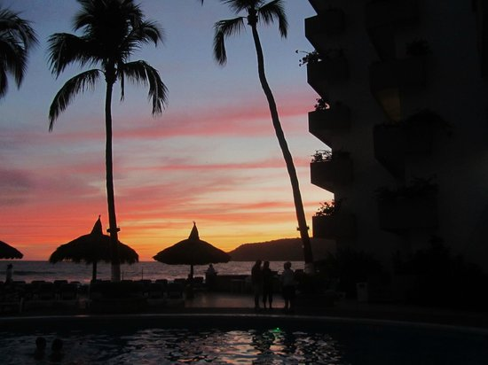 The Inn at Mazatlan: View looking out to the sunset