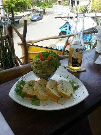 Monli Bar Restaurante and Grill: Guacamole appetiser.