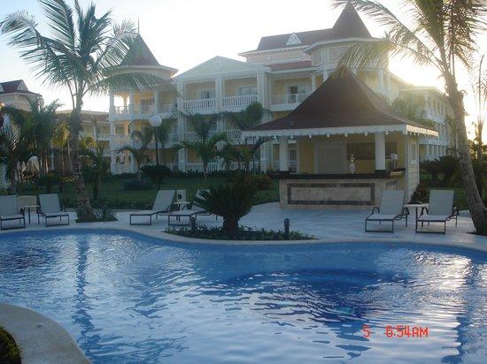 Luxury Bahia Principe Bouganville: Pool Area