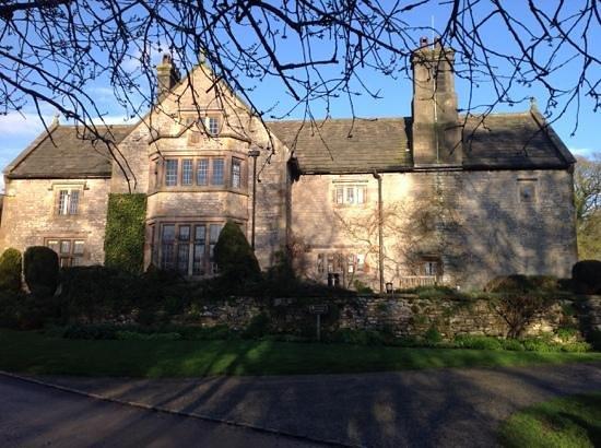 YHA Hartington Hall: Hartington Hall YHA in the evening sun