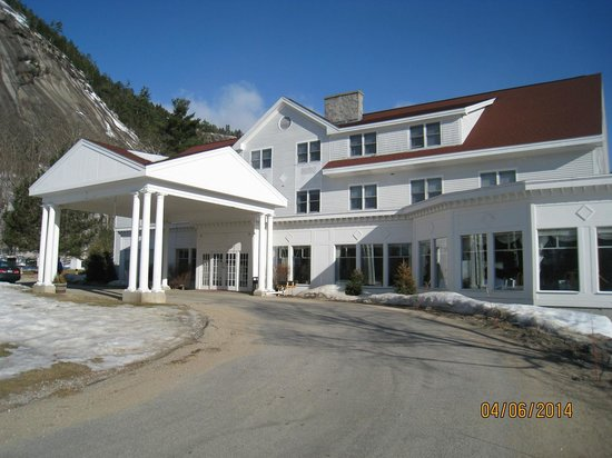 White Mountain Hotel and Resort : Front Entrance