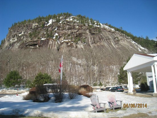 White Mountain Hotel and Resort: Cliff View
