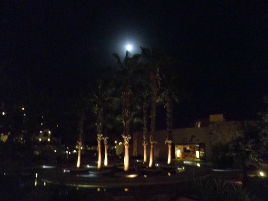 Pueblo Bonito Pacifica Resort & Spa : Full moon over the resort