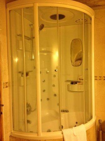 Gamirasu Cave Hotel: shower