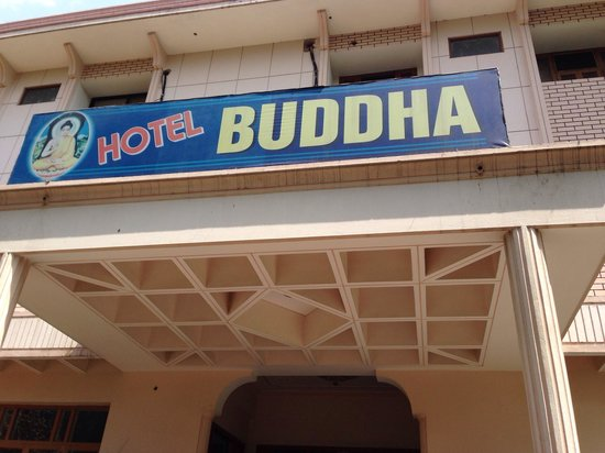 Hotel Buddha: The entrance