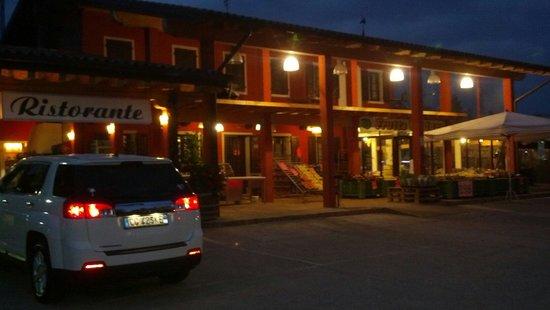 Ristorante La Cucina di Gemma : Restaurant and fruit stand