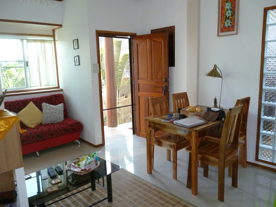 Golden Pool Villas: Downstairs living area
