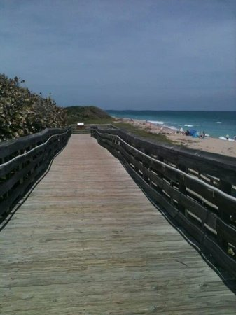 John D. MacArthur Beach State Park: ramp to beach