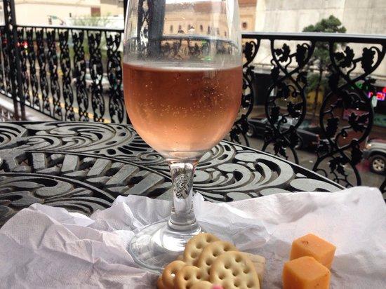 The Marshall House: Wine & cheese on the balcony