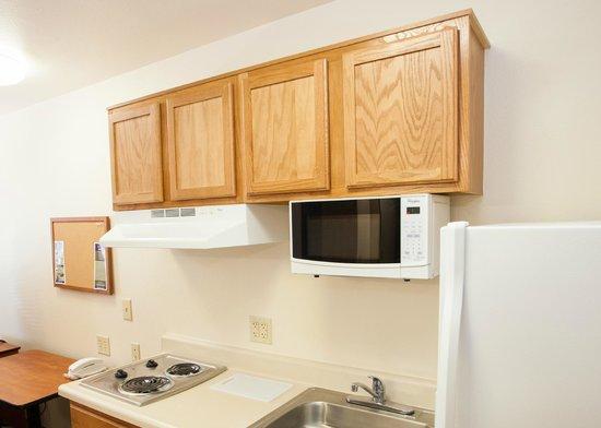 Value Place Lakeland: Kitchen
