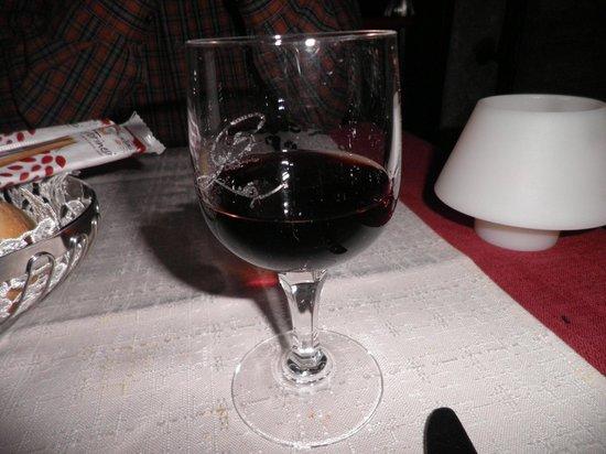 Ca' Leon: Enjoying a glass of red sweet wine!