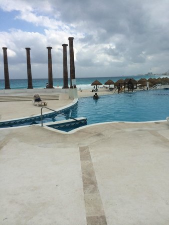 Krystal Cancun : View from the back entrance of the lobby