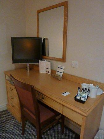 247Hotel: TV and Desk