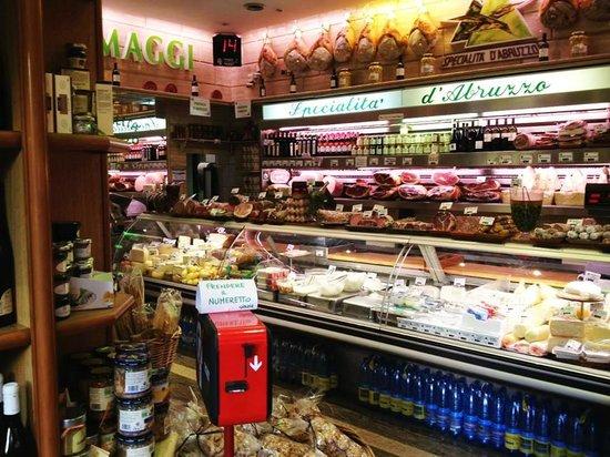 Specialita D'Abruzzo: Interno del negozio