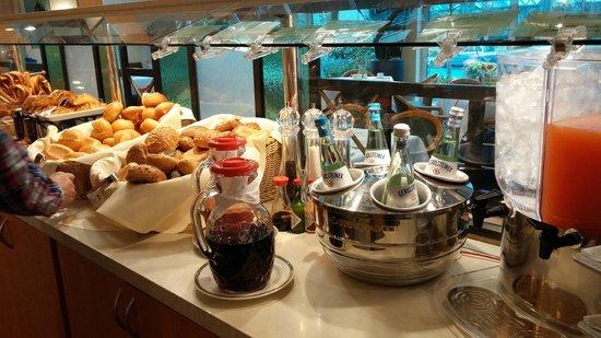 Holiday Inn Dusseldorf-Neuss: Breakfast