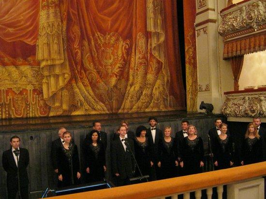Mikhailovsky Opera and Ballet Theater: Хор, поклоны