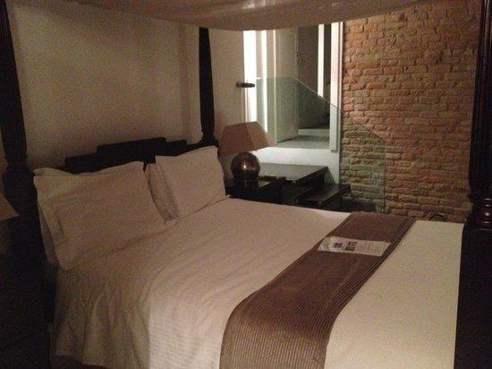Villa Horti della Fasanara: Stanza Medoro, letto a baldacchino