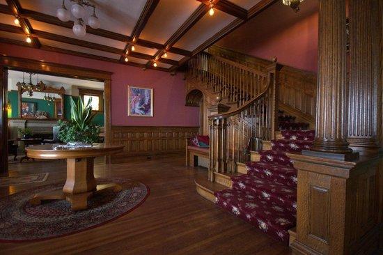 Old Rittenhouse Inn: Main staircase.