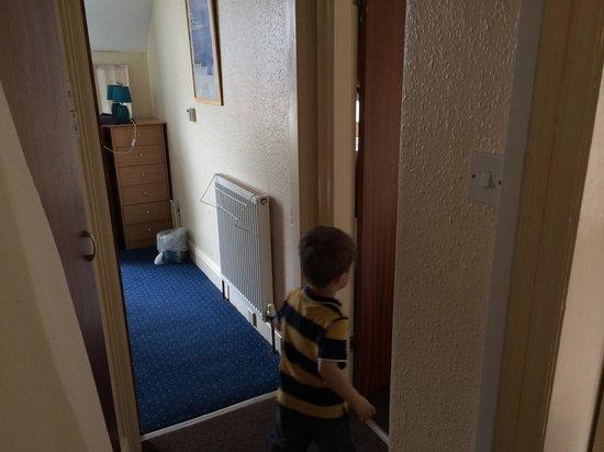 Chomley Holiday Flats: Hallway flat 5