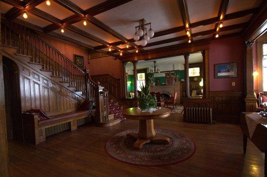 Old Rittenhouse Inn: Dining room.