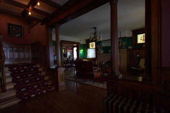 Old Rittenhouse Inn: Foyer.
