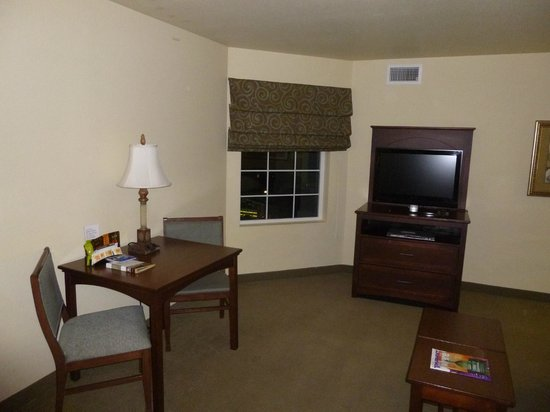 Staybridge Suites Denver International Airport : Living Room Area