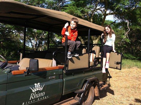 Rhino River Lodge: Safari Vehicle