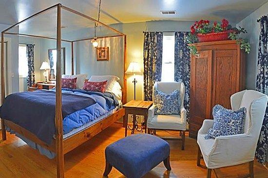 Robinwood Inn: Maybelle's cabin Bedroom