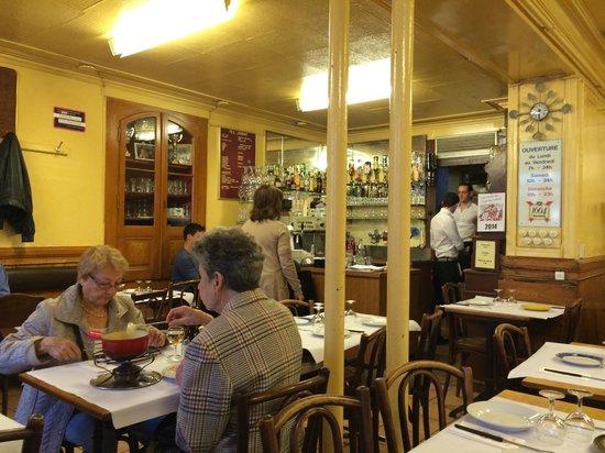 Cafe du Soleil: Main small restaurant hall