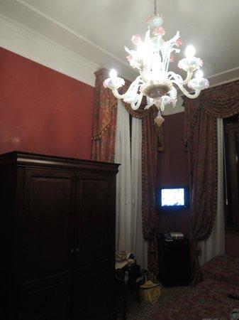 San Cassiano Residenza d'Epoca Ca' Favretto: Venice style room, but small