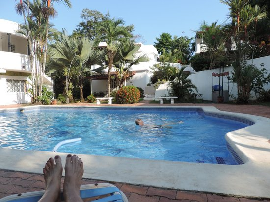 Hotel Casitas Eclipse: relaxing in our pool after a hot day in the park