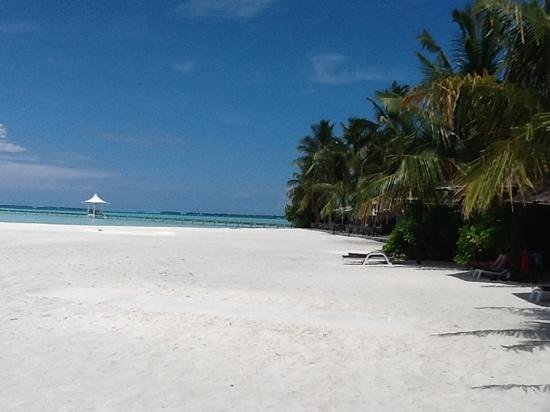 Cinnamon Hakuraa Huraa Maldives: The crowded beach