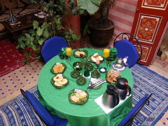 Riad Bleu Du Sud: petit déjeuner copieux