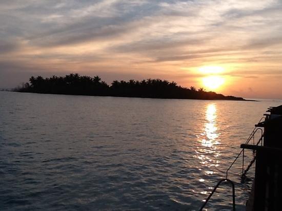 Cinnamon Hakuraa Huraa Maldives: sunset from bungalow