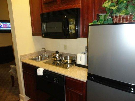 Crestwood Suites Lakeland: Full Size Kitchen