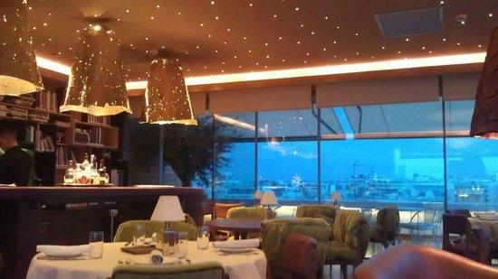New Hotel: Top floor bar