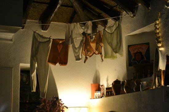 Adega Vadia: Interesting decoration in the dining area!