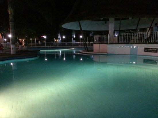 Holiday Inn San Luis Potosi Quijote: Swimming Pool @ night