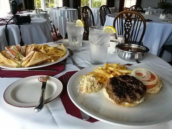 Henry VIII Restaurant, Sushi Bar and Pub: Henry VIII Sandwishes + 8oz Beef Burger