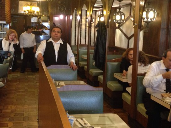 New Amity Restaurant : El mesero