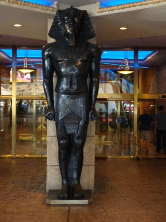 Luxor Hotel & Casino: outside