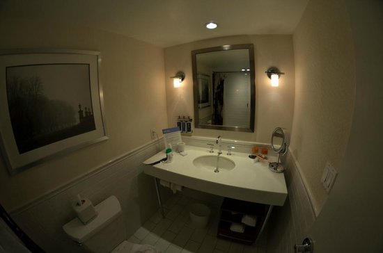 Revere Hotel Boston Common : Bathroom