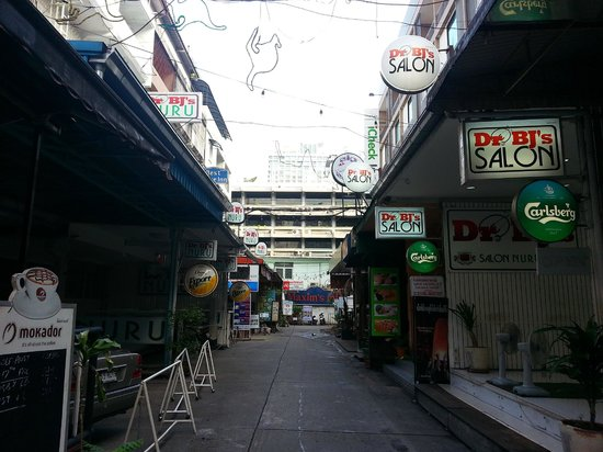 the street where maxim's inn hotel is located