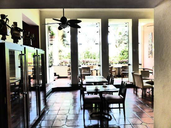 Hotel Casa do Amarelindo : Looking through to the garden and dining area