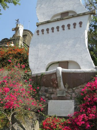 Basilica de Santa Maria de Guadalupe: monument like a boat, in thanksgiving