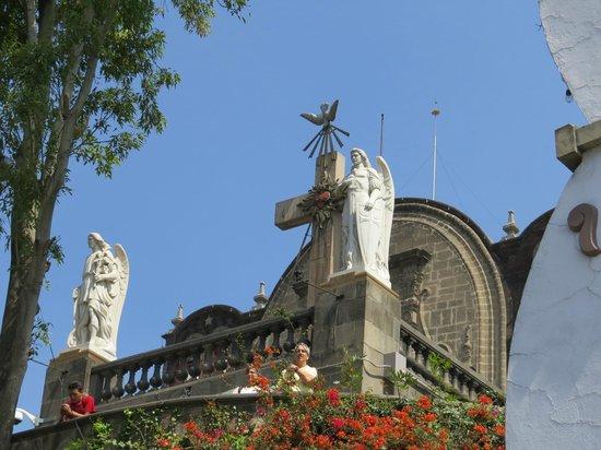 Basilica de Santa Maria de Guadalupe: chapel on the hill (original church built)