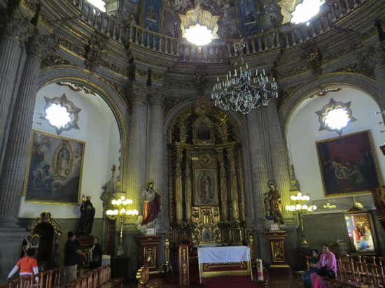 Basilica de Santa Maria de Guadalupe: different chapel, of healing spring water