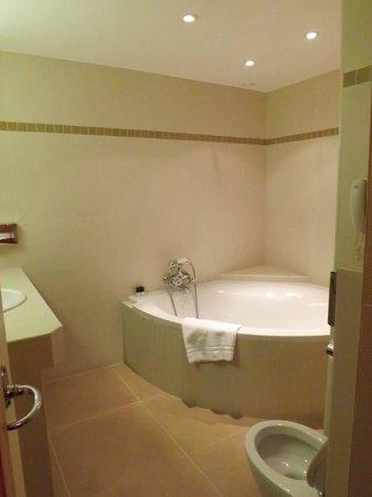 Hotel Metropole: Bathroom