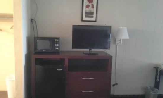 Knights Inn Fayetteville/Fort Bragg : New furniture and Flatscreen